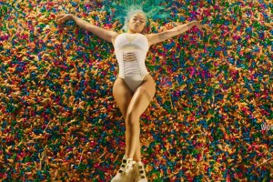 India Love - Candy On The Block Video