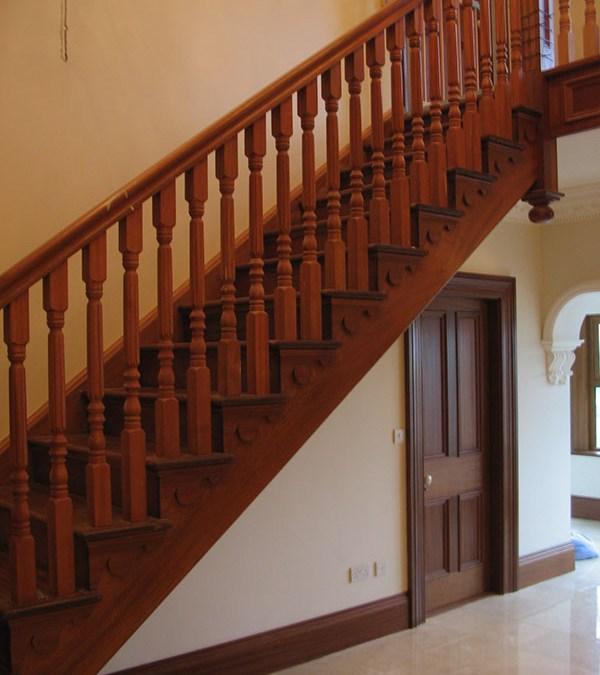 Mahogany-stairs-ballingearyjoinery.ie2.JPG