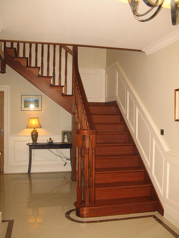 Mahogany-stairs-ballingearyjoinery.ie6.JPG-1.jpg