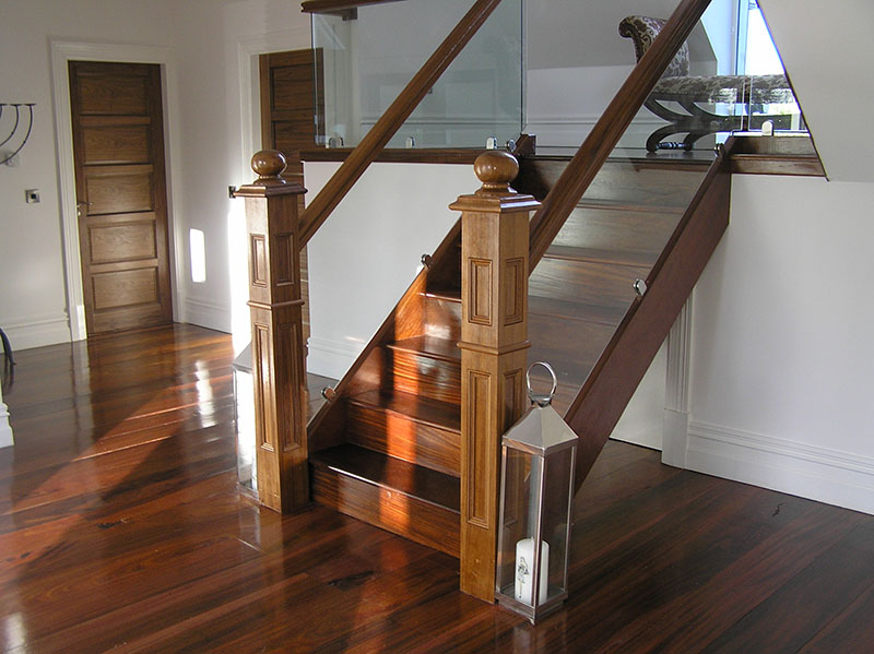Walnut and Glass stairs 114