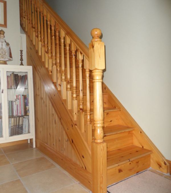 Traditional Pine Stairs 144