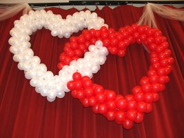 intertwinded-balloon-hearts
