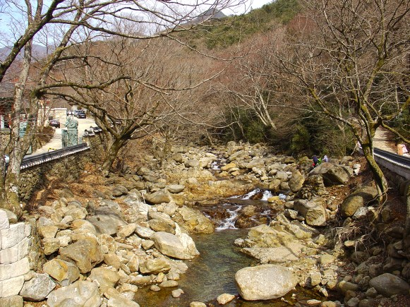 River in the mountain of Huaeom Temple (화엄사)