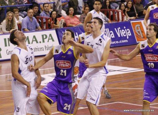 Víctor Arteaga, con el 21, el último MVP de la temporada