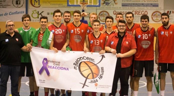 Baloncesto Venta de Baños posa con la pancarta de la campaña de la Federación de Castilla y León en contra de la Violencia de Género. Foto Basketventa.com