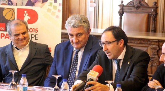 Imagen de la presentación de la Copa Príncipe con Alfonso Polanco a la derecha y Gonzalo Ibañez a la izquierda