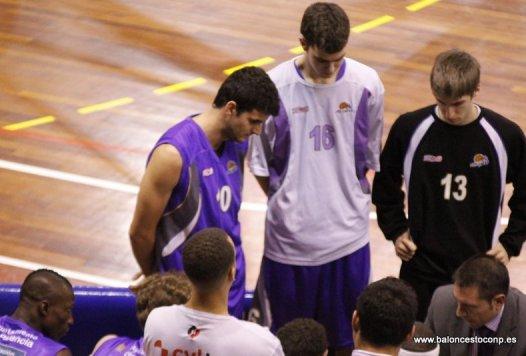 Alvaro en el centro, a la izquierda de la foto Juanpe y a la derecha Caballero en su etapa en Palencia Baloncesto