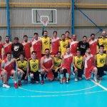 Osornenses y aguilarenses posan juntos tras la final. Foto Servicio Deportes Diputación de Palencia.