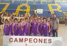 El PRD Palencia levanta la copa de Campeones de Castilla y León. Foto FBCyl