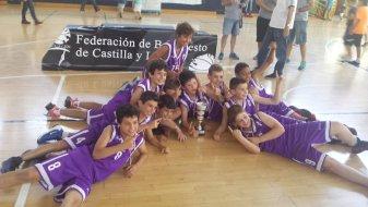 El PRD Palencia posa con la copa de Campeones de Castilla y León. Foto FBCyl