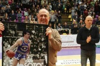 Quino Salvo en su homenaje en Valladolid. Foto Solobasket.com