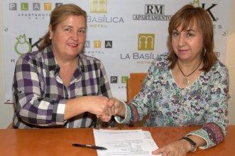 Imagen del acto de firma entre Venta de Baños y OK Hoteles. Dto. prensa BVB