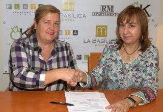 Izquierda: Rosario Sanchez Presidenta del CD Baloncesto Venta de Baños Derecha : Asunción Renedo Grupo RENEMA HOTELES S.A.