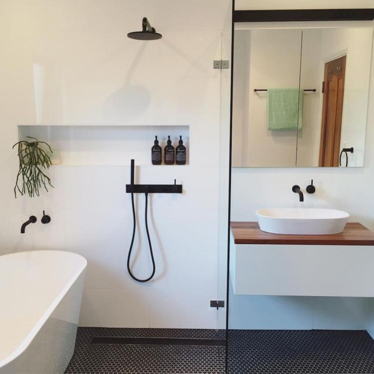 50+ Cool Small Master Bathroom Remodel Ideas on a Budget on Small Space Small Bathroom Ideas On A Budget id=71892