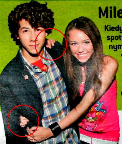 Tres manos de Miley Cyrus