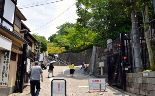 Stairs leading to Kiyomizu-dera, Kyoto