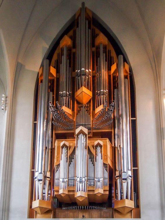 Hallgrímskirkja: Gargantuan pipe organ (Reykjavik, Iceland)