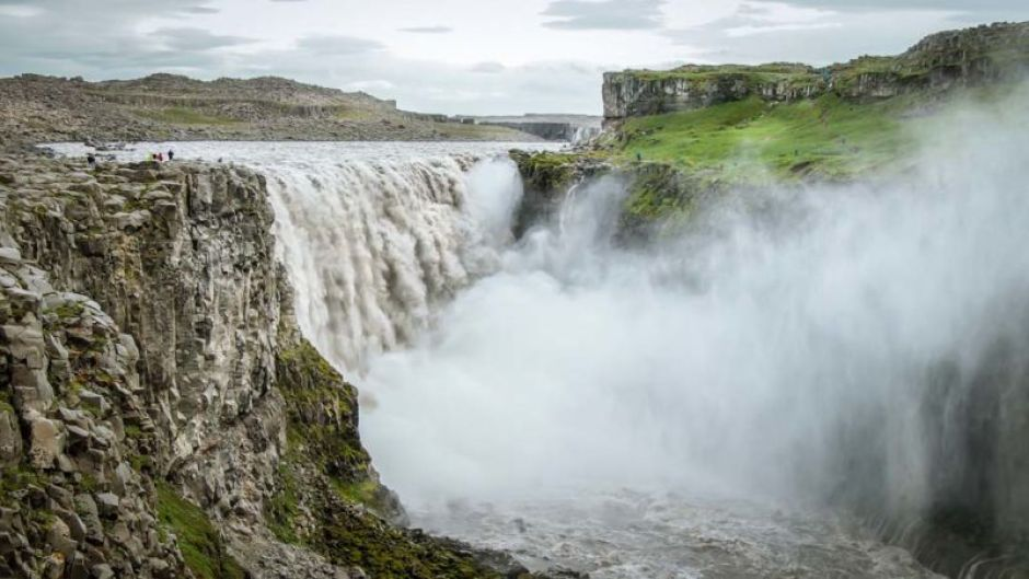 Dettifoss: If approached from the east (via Road#864), visitors could walk right up to the edge of the waterfall.