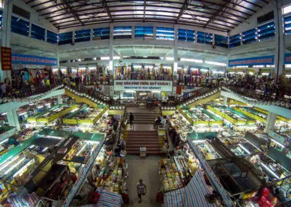 Han Market is one of the biggest indoor market in Da Nang city. Named after the Han River beside it. (Vietnam)