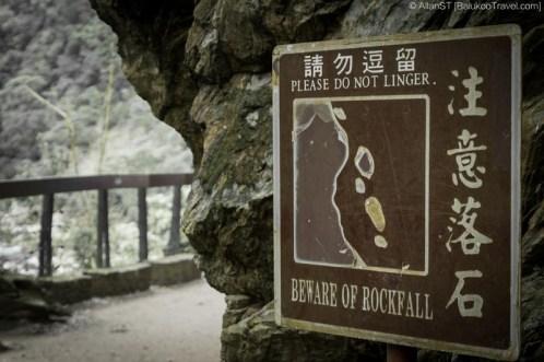 Rockfall sign at Shakadang Trail (砂卡礑步道), Taroko Gorge (Hualien, Taiwan) @2016