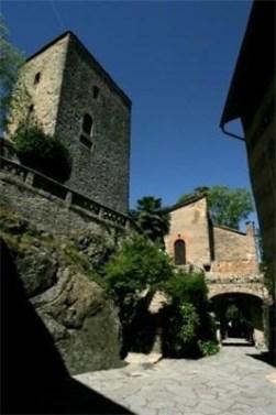 castello-gropparello_med_hr