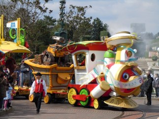 disney_parade_med