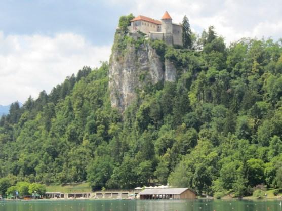 castello-sul-lago_med_hr