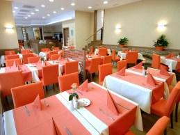 sala-colazioni-family-hotel_med_hr