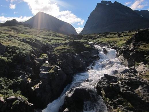 mountains-961904_640