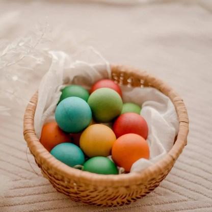 12 coloured balls in basket qtoys