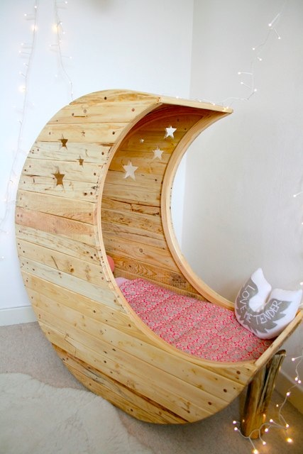 the Moon crib by Creme Anglaise
