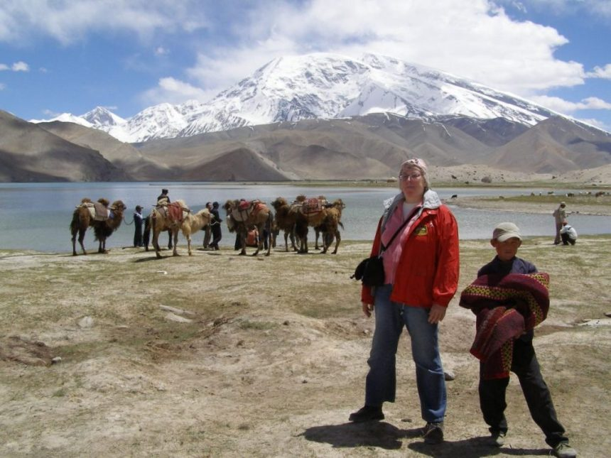 Ulrike am Karakul-See