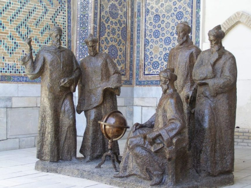 Ulugh Beg Denkmal am Registan Platz