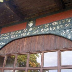 Inschrift über dem einstigen Tor