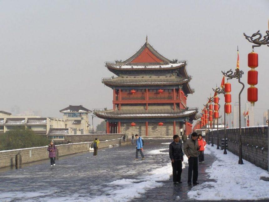 Auf der Stadtmauer von Xi'an im Winter