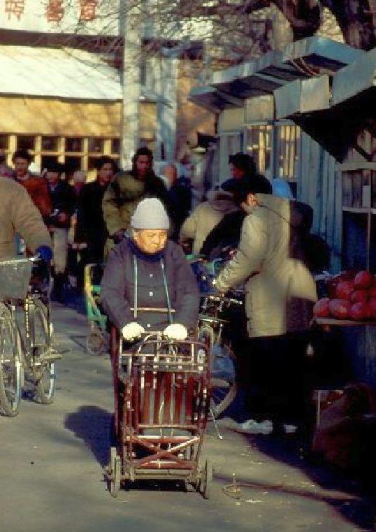 Alte Frau in Nordchina - Lotusfüße