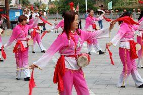 Guoyu: Wir werden mit einem Trommeltanz begrüßt