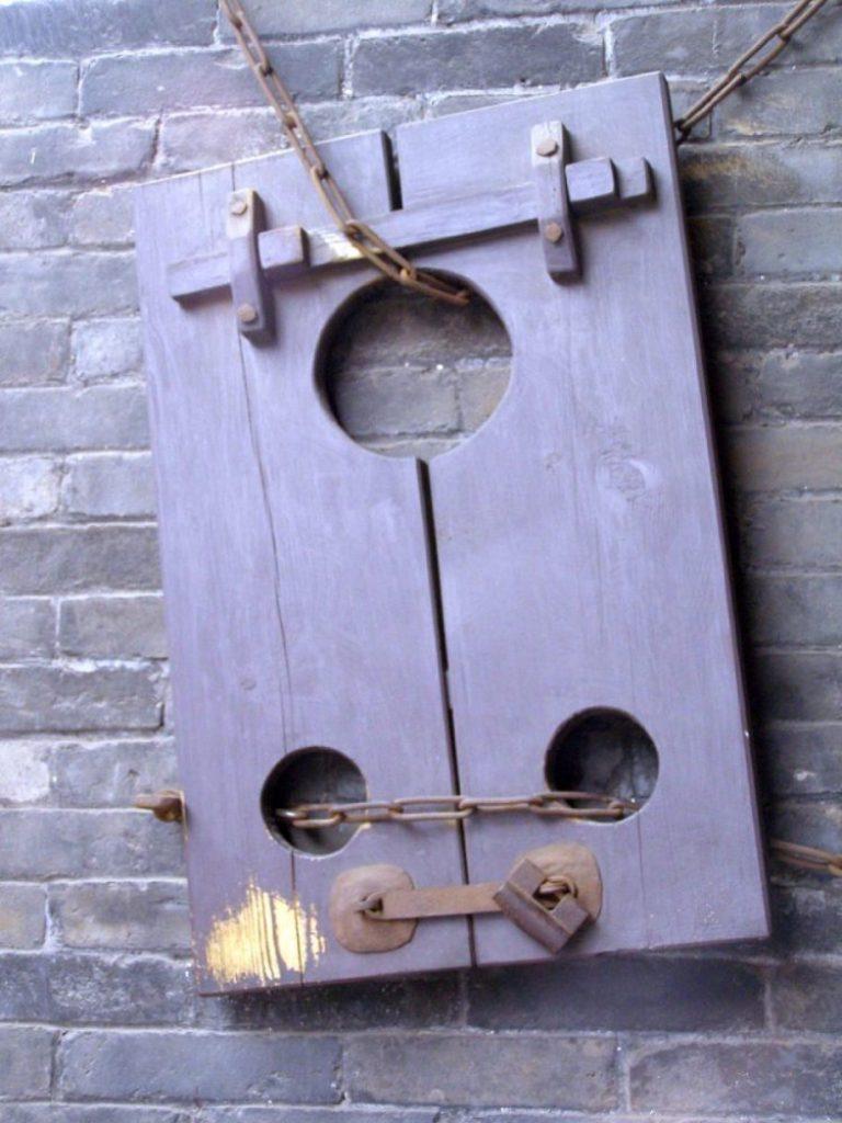 Pranger im einstigen Sitz des Bürgermeisters von Pingyao