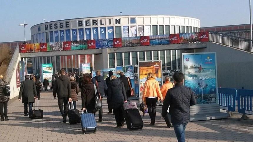 ITB Eingang Süd - Reiseblogger im Anmarsch