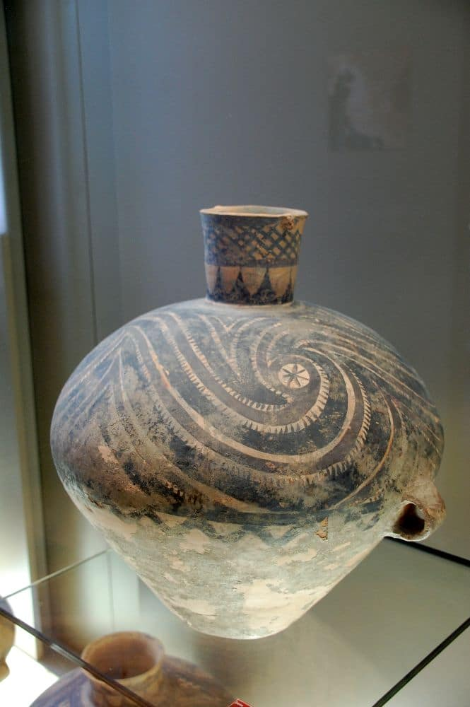 Eine wunderschöne Vase aus der chinesischen Steinzeit (Banshan Stil Gansu ca. 2800 bis 2500 v. Chr.)