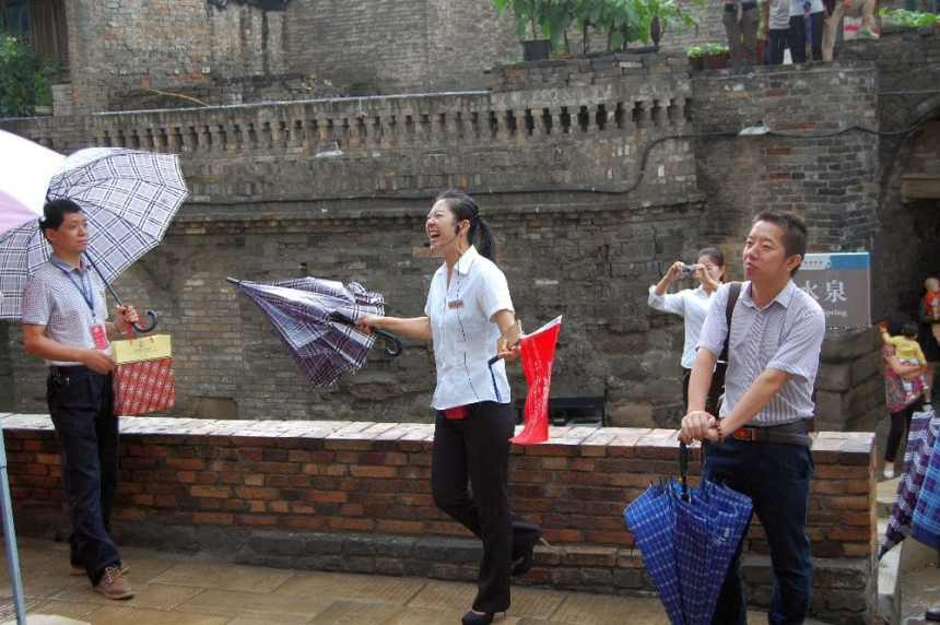 Jubilant: Freude strahlend - eine Reiseleiterin in Shanxi