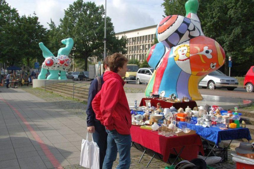 Nanas in Hannover am Flohmarkt