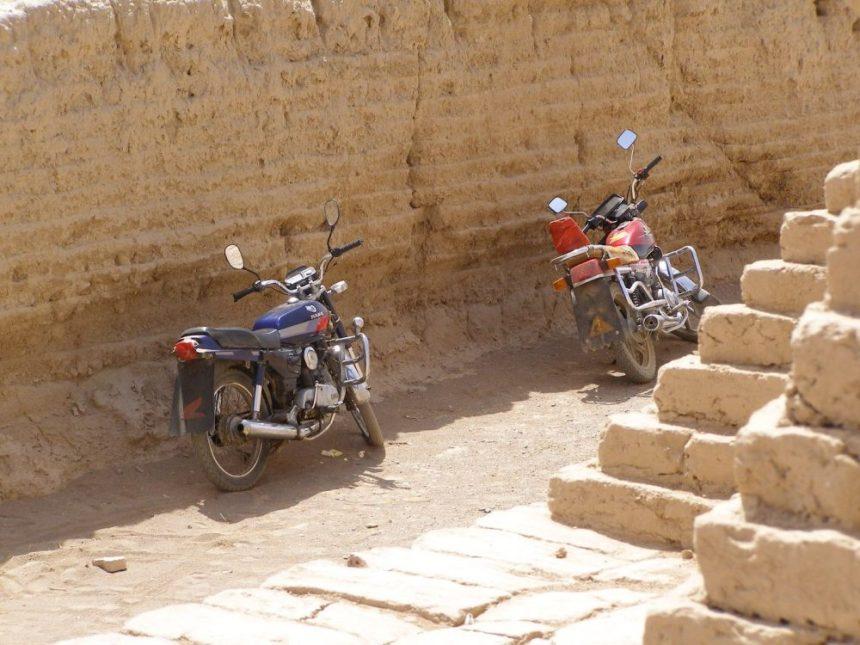 Mit dem Motorrad durch die Wüste
