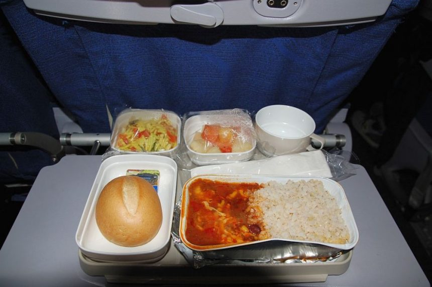Frühstück auf dem Hinflug. Eine Art Chili con Carne mit Reis