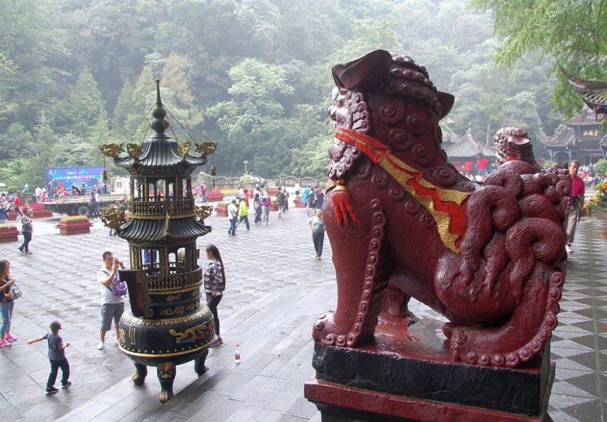 Vor dem Jianfu Palast - Löwenskulptur