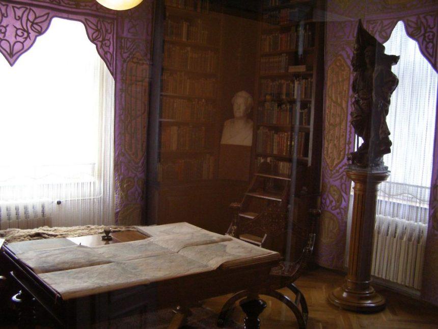 Karl Mays Schreibtisch in der Villa Shatterhand