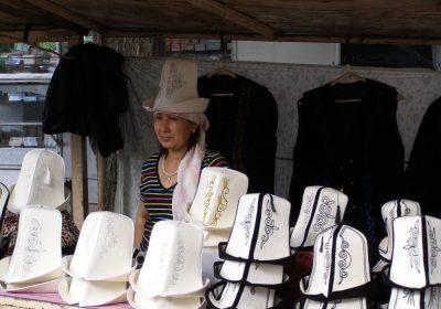 Hier kann der Kirgise seinen typischen Hut erwerben.