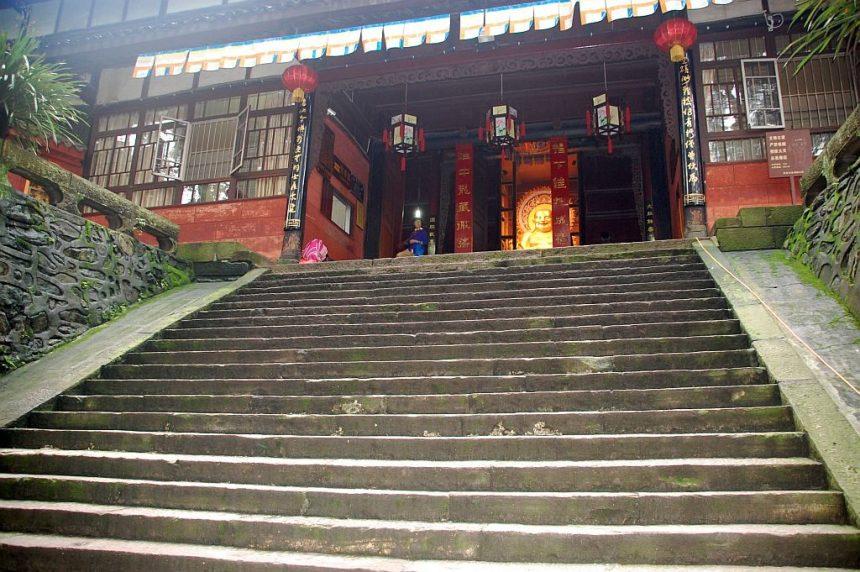 Emeishan Fuhu Si Eingangstreppe