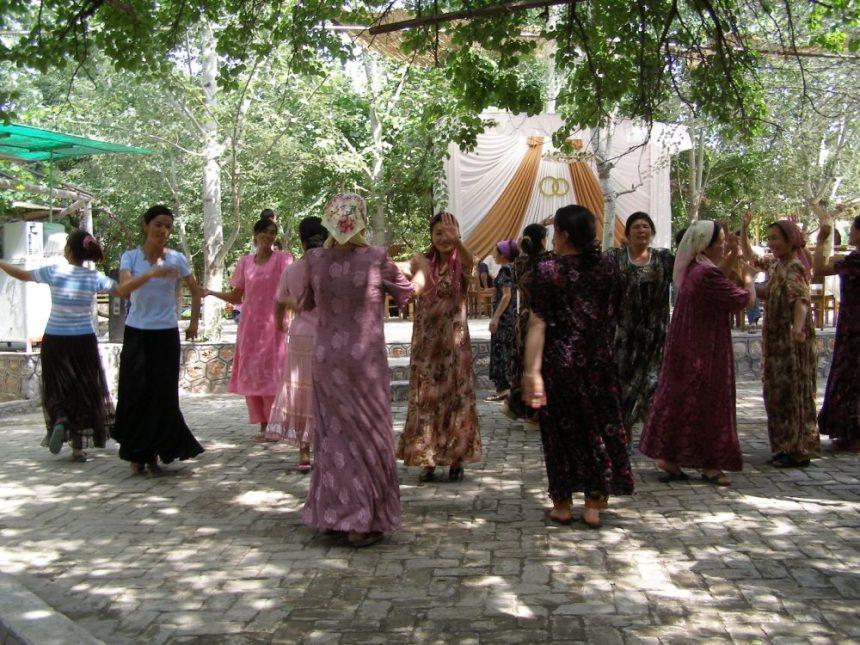 Tanz im Andijan Park