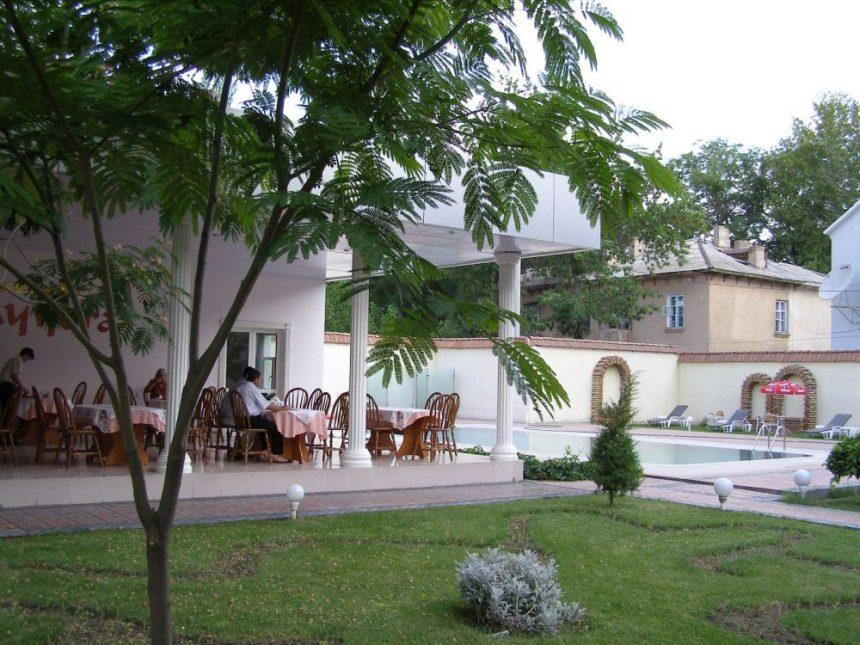 Fergana - Im Garten des Hotels